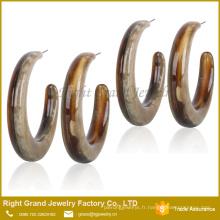Bijoux en gros pas cher acrylique demi-boucle d'oreille en résine