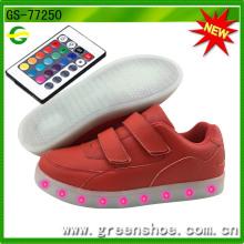 Sapatas frescas frescas do fabricante controlado novo do calçado do diodo emissor de luz do APP