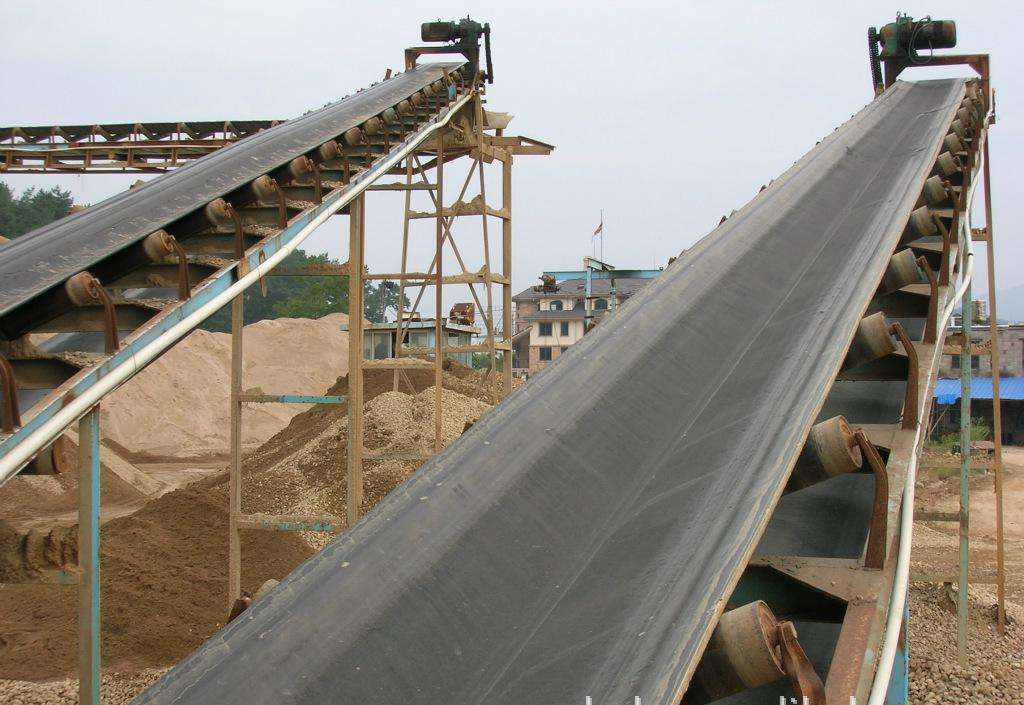 High temperature resistant rubber conveyor belt