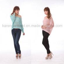 Pull à col large oversize de couleur claire pour femme avec ourlet haute-basse