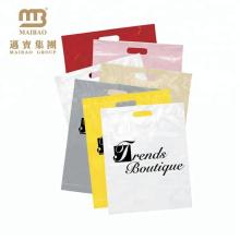 Los bolsos plásticos de la manija 12X15 de la manija cortada y del remiendo impresa aduana al por mayor baratos con las manijas