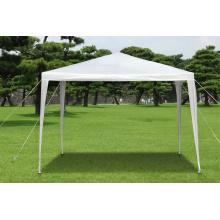 Namiot na zewnątrz namiotu ogrodowego