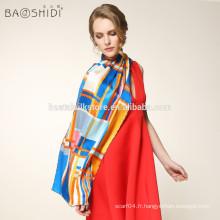 Echarpe 100% soie en soie longue femme avec un châle à carreaux à la mode
