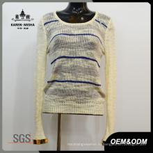 Женщин вокруг шеи свитер с особыми манжетами