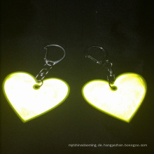 Billige benutzerdefinierte herzform reflektierende aufhänger keychain souvenir