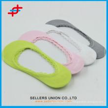 OEM Breathable леди Bamboo волокна лодка носки с кружевом отделкой и безопасности точек / красочные носки бамбука с заводской цене