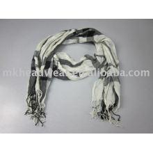 Echarpe en dentelle à la mode et belle en noir et blanc