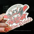 La nueva solapa personalizada del metal del diseño pica el esmalte suave con la insignia epoxy del béisbol
