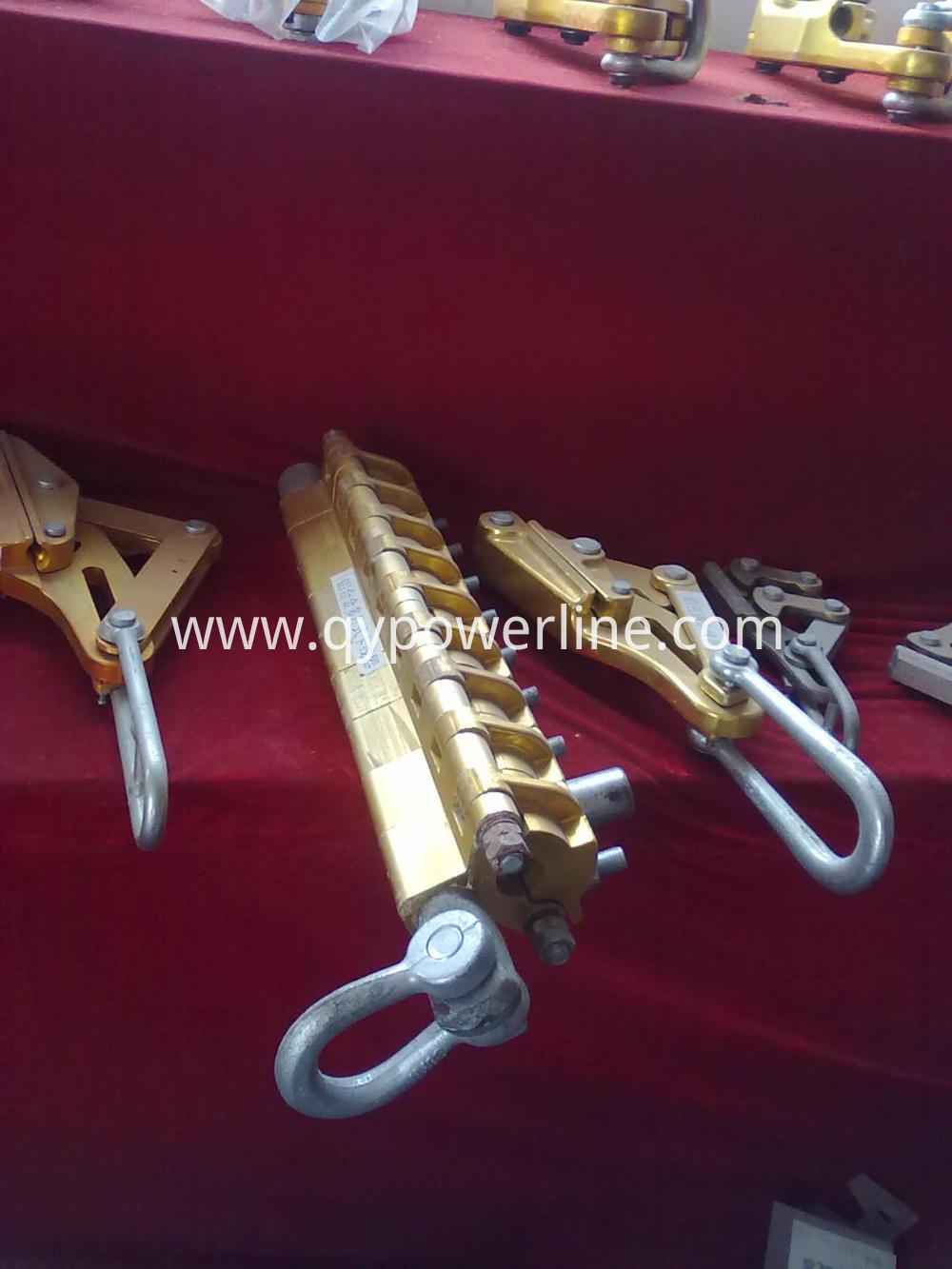 Bolt type OPGW come along clamp
