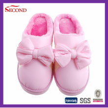 Chinelos cor-de-rosa do inverno do cetim da cor para meninas