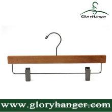 Cabide de madeira para uso doméstico