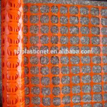 cerca de seguridad plástica anaranjada / red de advertencia plástica / cerca blanca de la nieve