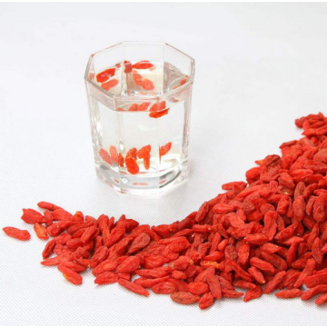 Droge rode Goji-bessen traditioneel gezond fruit
