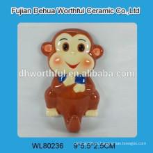 Gancho de pared de cerámica con diseño de mono