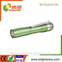 Vente en gros Prix à bas prix Portable Personnalisé Matériel en aluminium Usage du docteur 1W Lampe de poche cadeau coloré Mini stylo léger avec clip