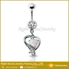 La punta de acero quirúrgico establece la joyería del cuerpo del anillo del ópalo del fuego sintético del corazón