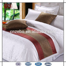 El rey / la reina modificados para requisitos particulares vendedores calientes de la cama del hotel del tamaño del rey / de la reina del jacquard de la nueva llegada corredor de la cama