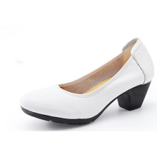 Zapatos de trabajo de mujer blanca clásica