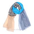 Écharpe à rayures à la mode