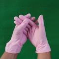 Guantes de vinilo rosa salón de belleza