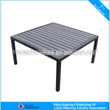 Mesa de madeira para exterior em alumínio