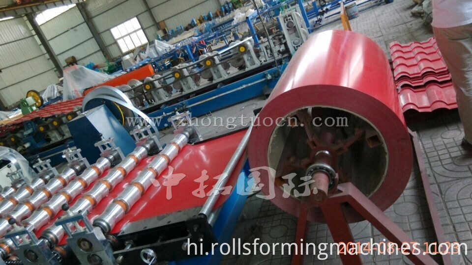Corrugated board roll forming machine (20)