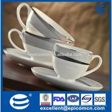 O jogo de chá novo real de China do osso, o copo eo saucer coloriram o copo de café gongfu do jogo dos jogos do chá