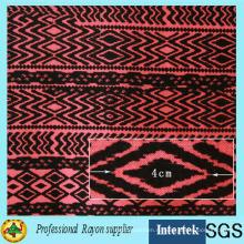 Обычная ткань из вискозы с принтом на текстильной фабрике