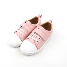 분홍색과 흰색 인과 드레스 아기 신발