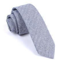Cravate en lin soyeux bleu marine à chevrons bleu marine