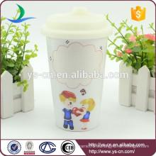 Heißer Verkaufs-Großverkauf-preiswerter keramischer Becher mit Gummi-Deckel in China