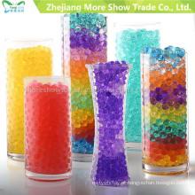 A água de cristal do polímero do gel do hidrogel do solo brilha centros da mesa do casamento