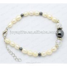 Art und Weisearmband Rhinestones und Perlenfarben