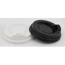 Weißer schwarzer Plastikbecher Reisedeckel