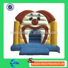 Lustiger Clownkarikatur aufblasbarer Prahler
