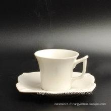 Ensemble de thé en porcelaine à coupe spéciale et soucoupe