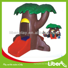 Kinder spielen Baum Haus LE.WS.075