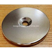 N52 Disco de 50mm * 5mm Orificio de agujero Neodimio Imanes permanentes