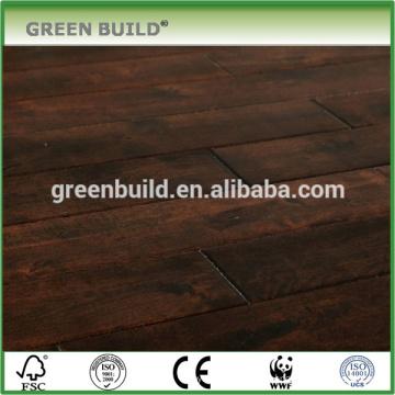 Suelo de madera de abedul color de chocolate de superficie apenada