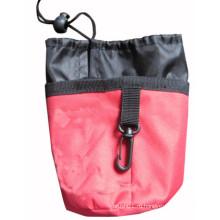 Красная сумка для обучения домашних животных
