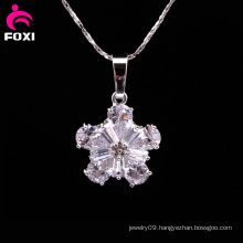 Fashion Flower Shape Pendant with Gemstone