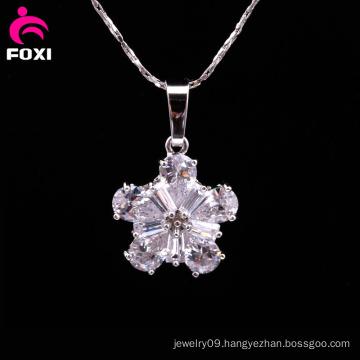 Fashion Flower Shape Pendant with Gemstone