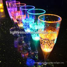 Jarra de cerveza de vidrio activo líquido iluminada LED