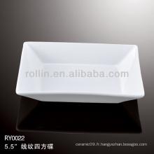 Plats de sauce en porcelaine blanche