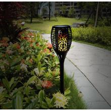 La antorcha enciende la iluminación de la decoración para la cubierta del patio del jardín