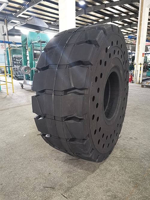 China Large Solid Otr Tire 26 5 25