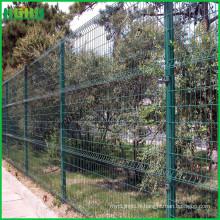 Haute qualité fabriqué en clôture en treillis métallique en Chine avec des virages en trangle