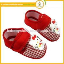 Zapatos adorables recién nacidos del pesebre del bebé de la seguridad del patrón de los zapatos del paso del bebé de la venta 2016hot