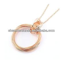 Moda rosa banhado a ouro pingente duplo anel rodada colar de pingente para mulheres Fabricação