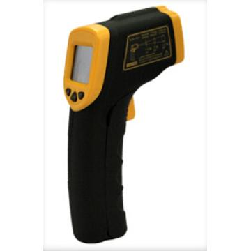 Thermomètre à infrarouge sans contact à l'usine